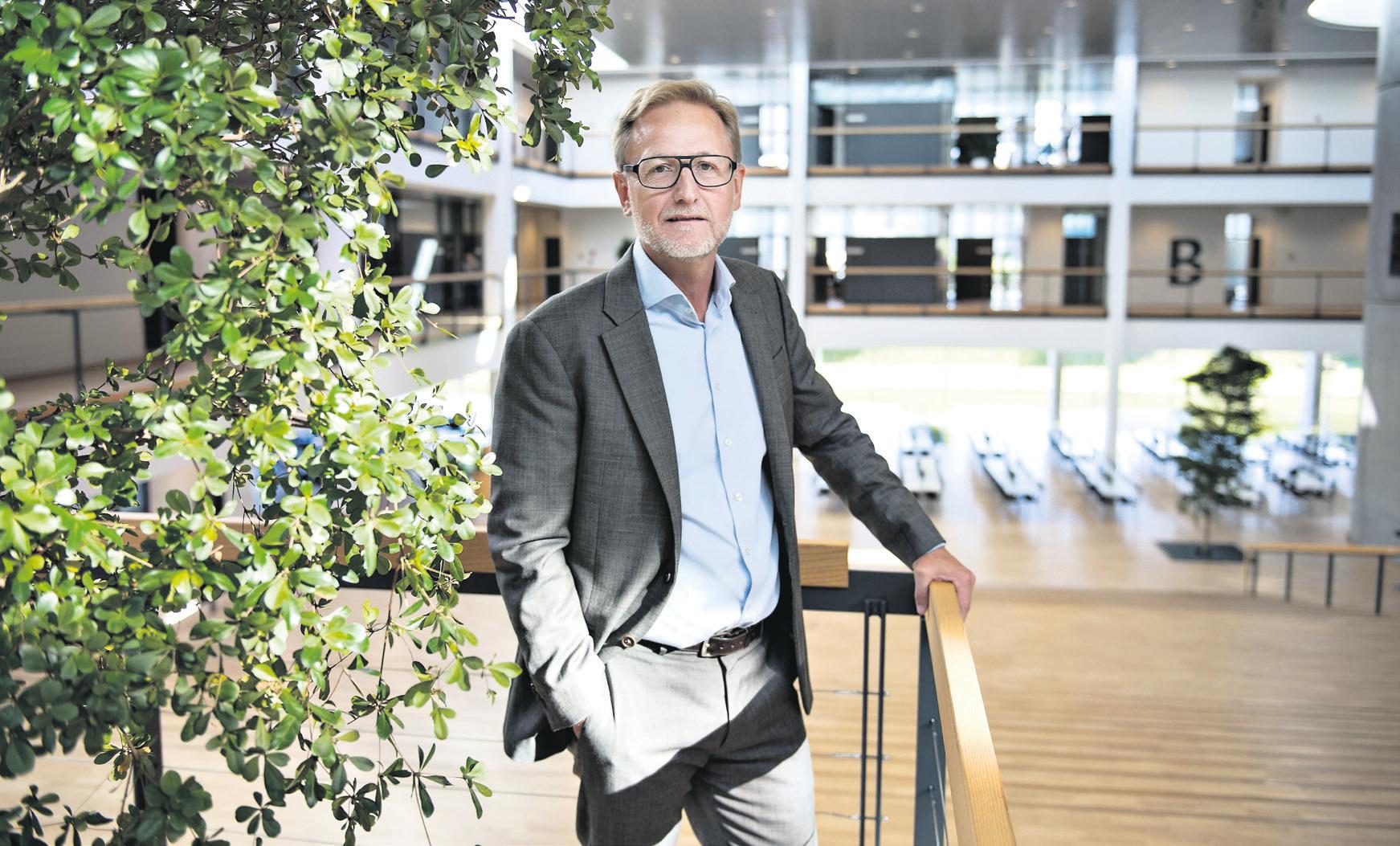 Mikael Lyngsø, CEO Stibo Systems, in de entree van het gebouw van de HQ in Aarhus, Denemarken
